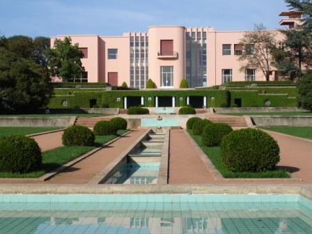 Edificio sede da fundação de Serralves ou Casa de Serralves e respectivos jardins.